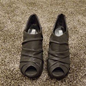 Simply Vera vera Wang heels.  Size 9